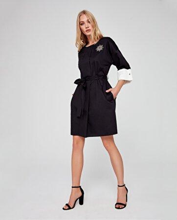 Manşetli Boncuk Detaylı Kutu Elbise