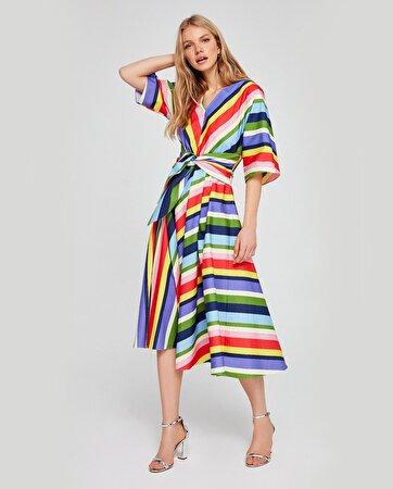 V Yaka Kuşaklı Elbise