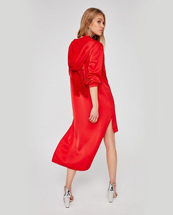 Nocturne Kapüşonlu Sırtı Püskül Detaylı Elbise